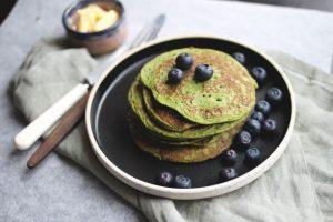 Ved å lage laktosefri pannekakene slik får du også i deg en bladgrønnsak som mange kunne tenke seg å spise mer av
