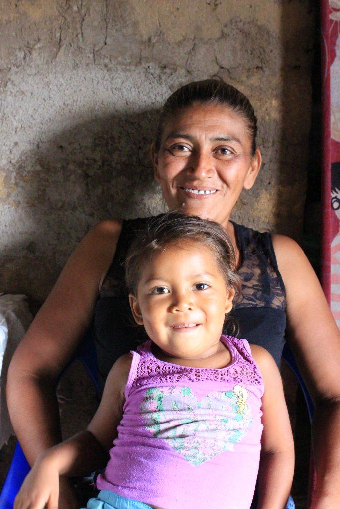Selenia med mammaen sin i Nicaragua
