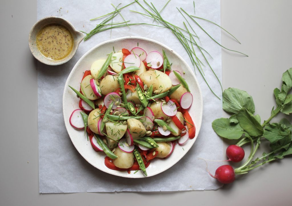 Potetsalat med honning- og sennepsdressing passer til tapas eller lunsj.
